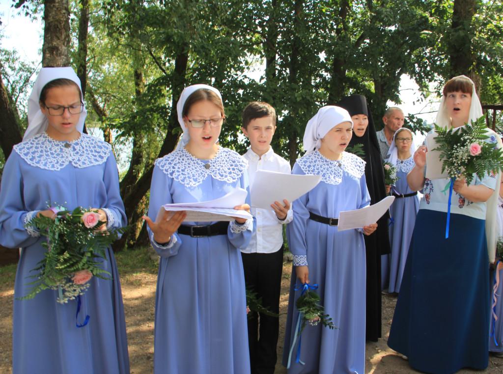 Молодежный ансамбль духовной песни «Голубка»
